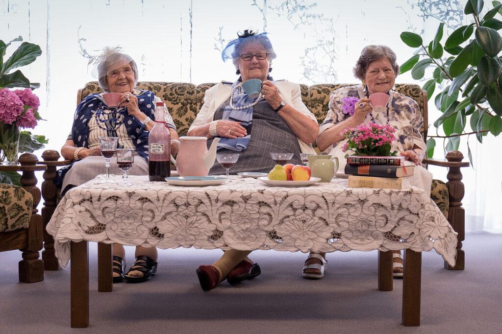 Zeitpolster philosophiert zum internationalen Tag der älteren Generation am 1. Oktober und stellt die neue Impulsbox 6 vor: Philosophieren über das Älterwerden!
